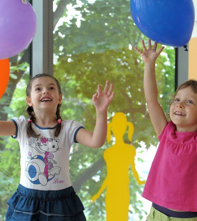 Co powinny oferować dzieciom i rodzicom nowoczesne szkoły i przedszkola?