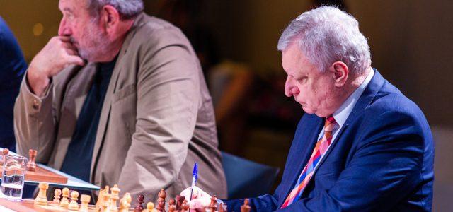 Symultana szachowa z Anatolijem Karpowem