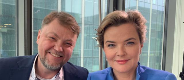 Polscy celebryci interesują się grą na giełdzie w USA